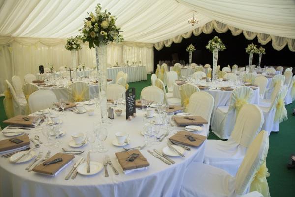 Hochzeit-im-Zelt